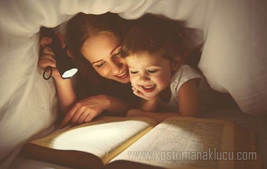 4 Kebiasaan Aneh Anak Perempuan di Mata Anak Laki laki