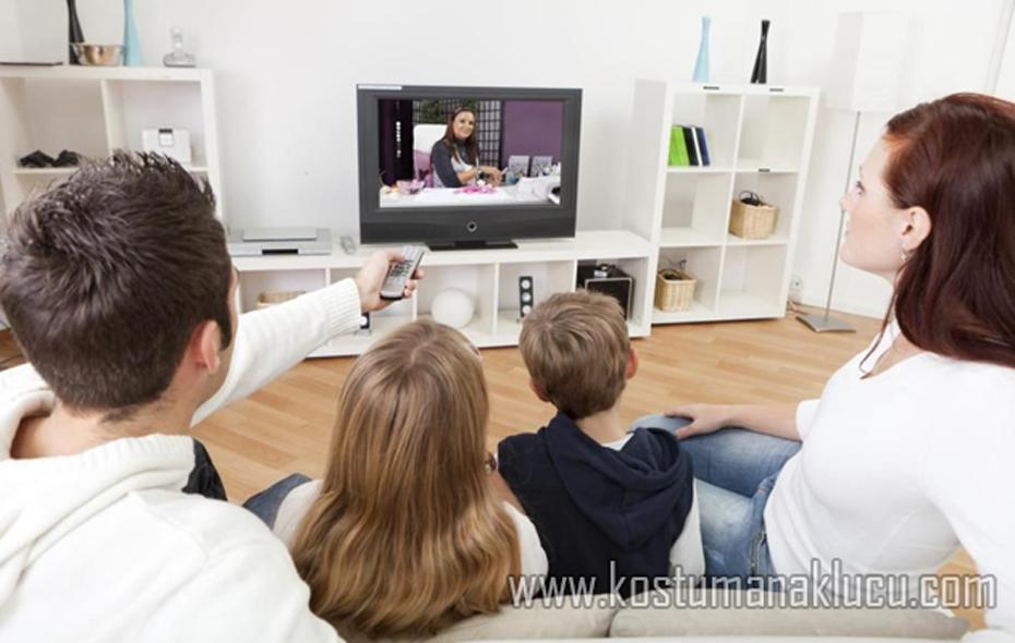 Solusi Nonton Tv untuk Anak Walau Orang-tua Repot Bekerja